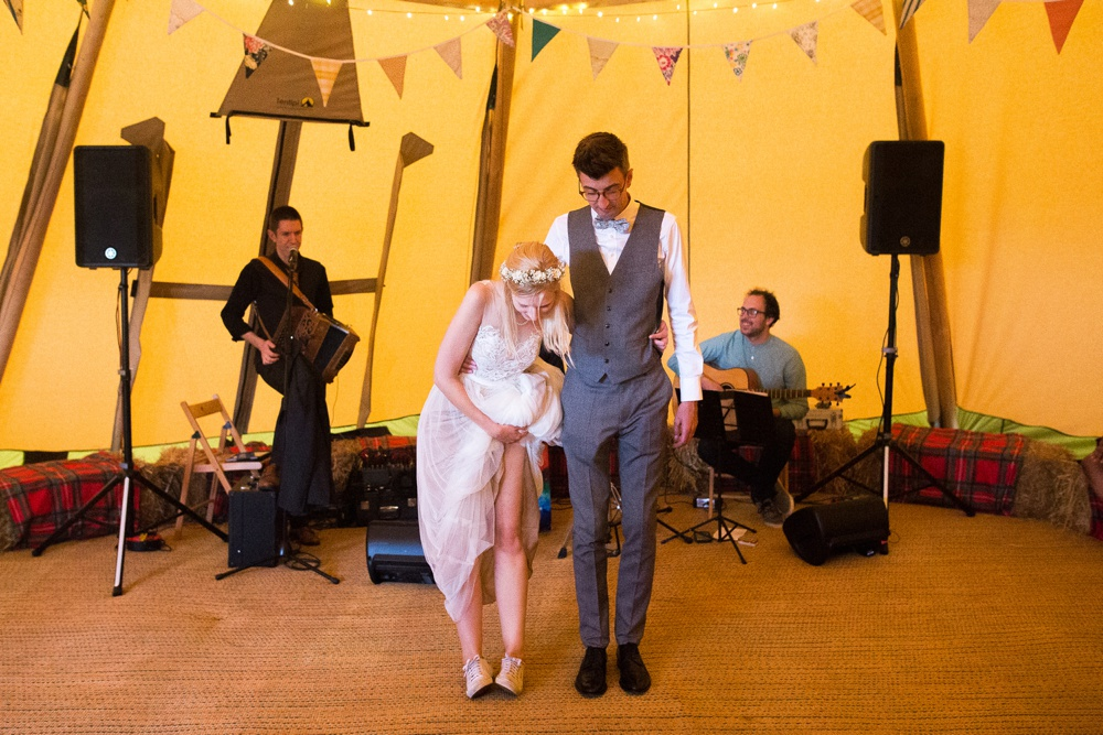 north-yorkshire-wedding-photographer-tipi-wedding-0074.jpg