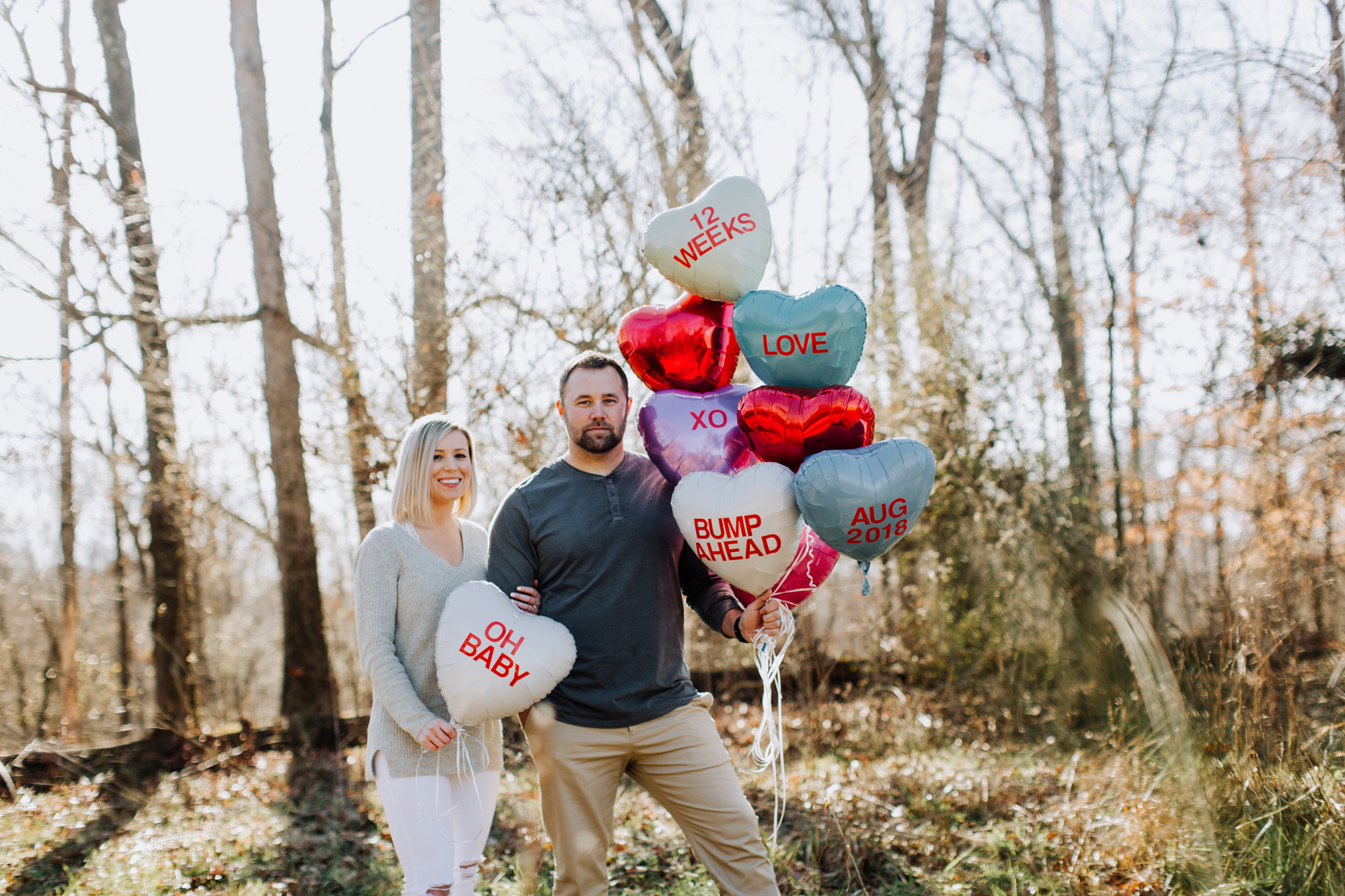 003-pregnancy-announcement-with-balloons.jpg