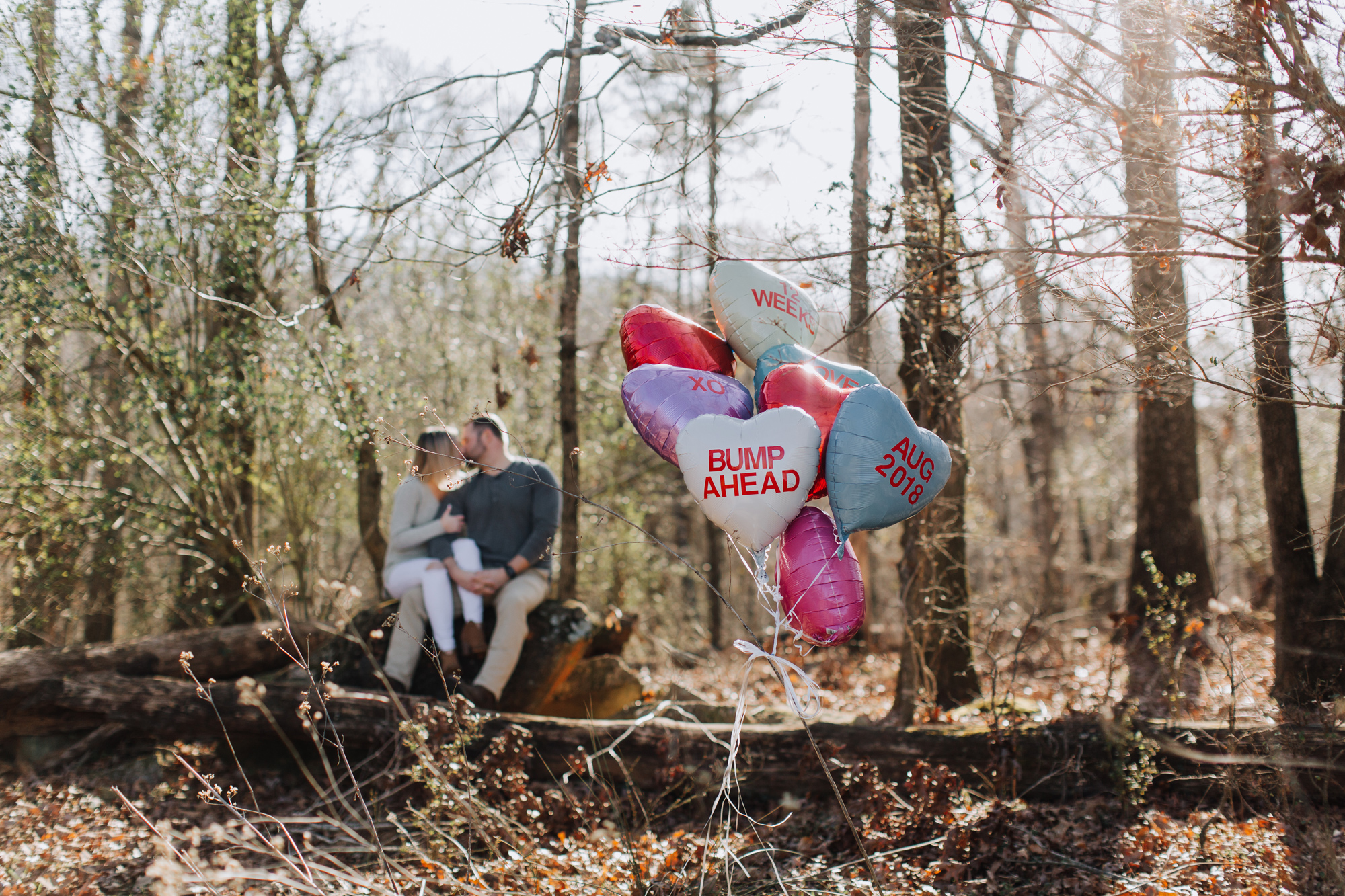 008-pregnancy-announcement-with-balloons.jpg