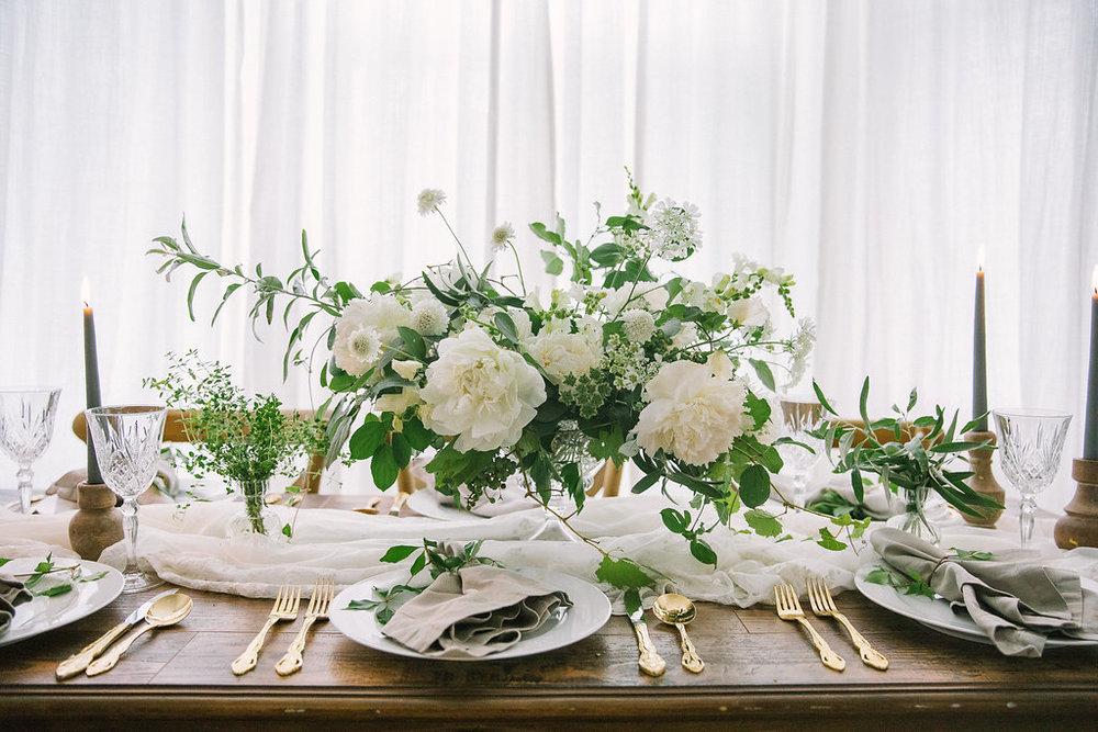 Ellen-Ashton-Photography-Destination-Wedding-Photographer-Montreal-Canada-Weddings-chateau-ramezay-wedding509.jpg