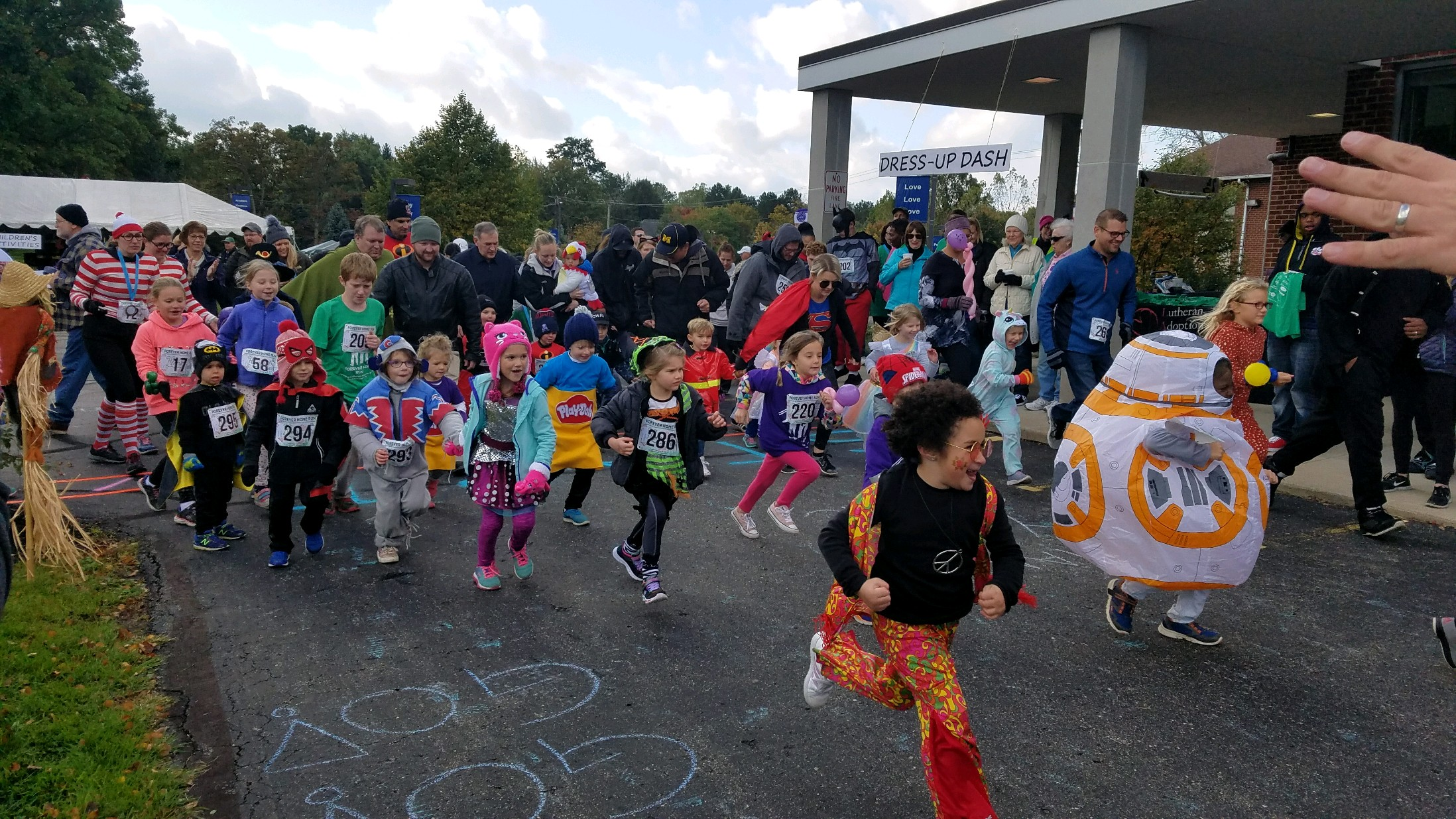 Kids and families participate in the 1K Dress-Up Dash at the 2018 Forever Home Run!