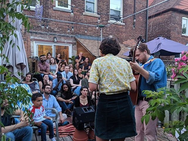 From day to night, @basset.band performed the perfect soundtrack to an endless summer night. Bluegrass was beaming into four-time Artery host Elena's beautiful backyard. Nights like this stay with you. #everyspaceisastage #hosts #community #arteryTO