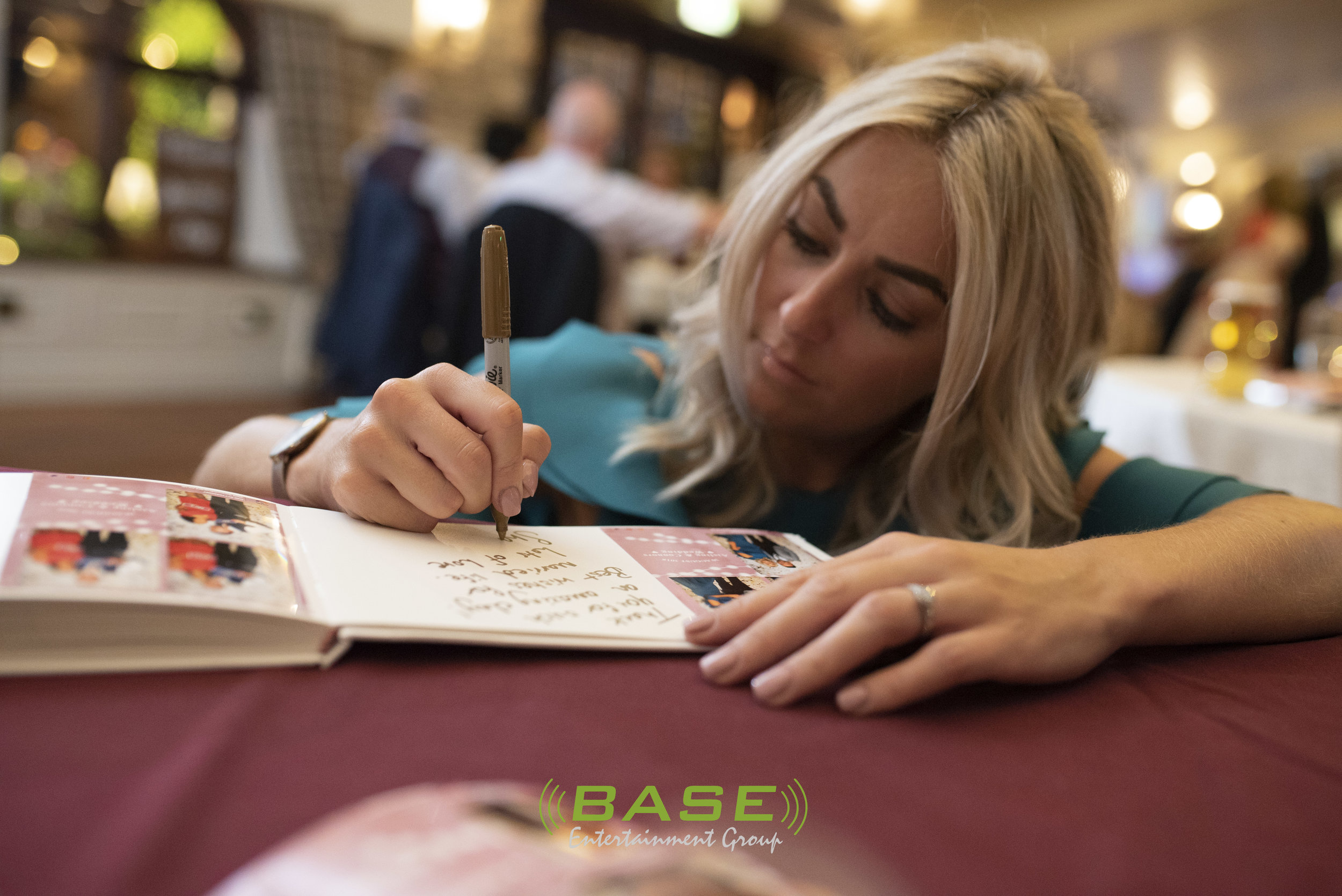 FREE Scrapbook - A cleverly designed scrapbook custom made with your guests photos and notes with our silver and gold signing markers.