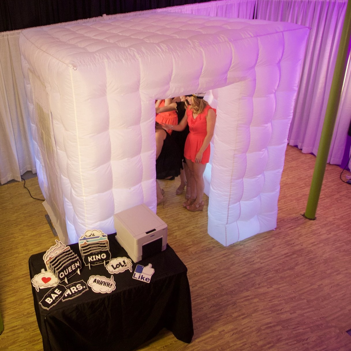 The Inflatable White Booth Enclosure