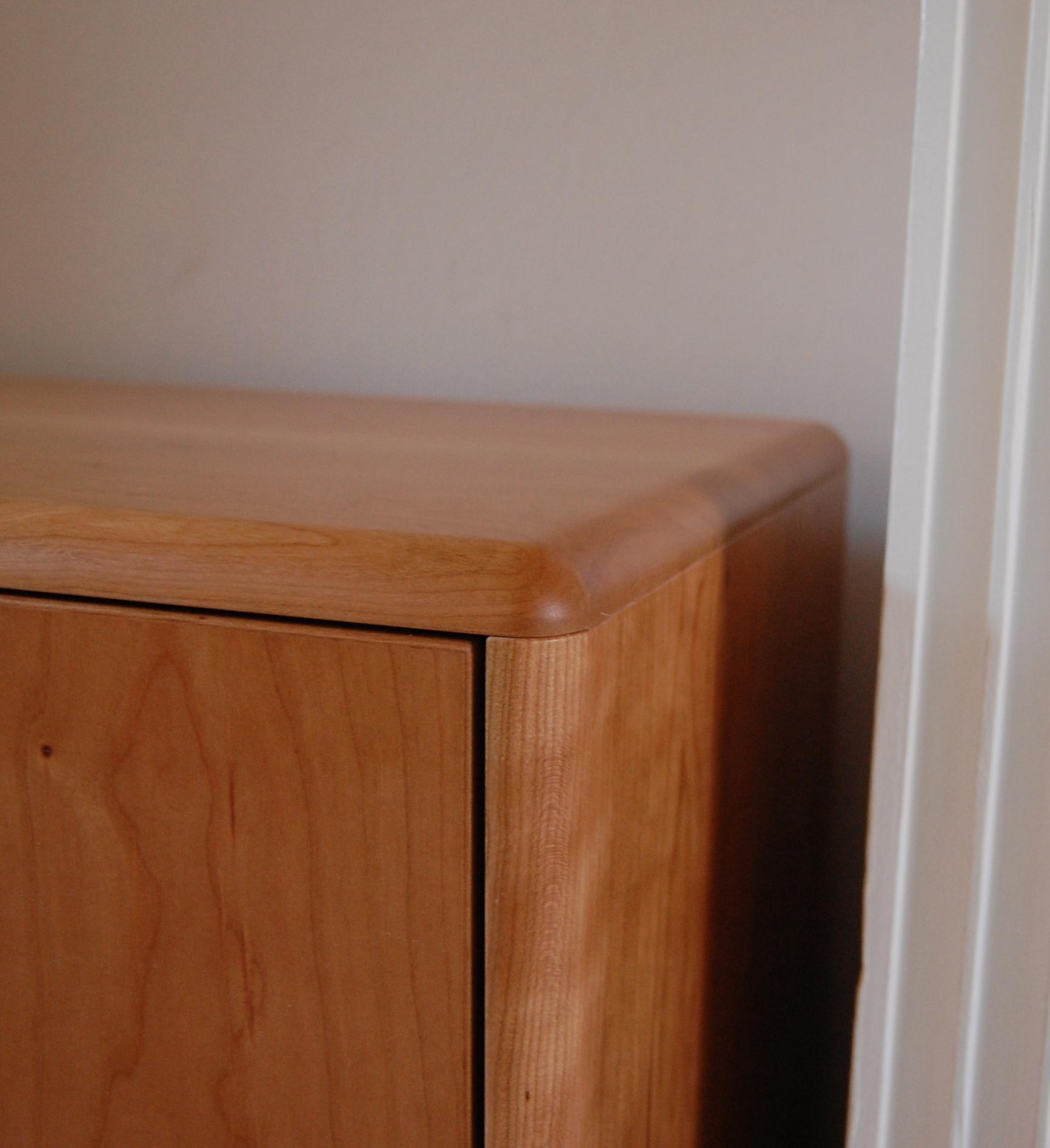 Grain_Bespoke_Furniture_Cherry_Drinks_Cabinet_2.jpg