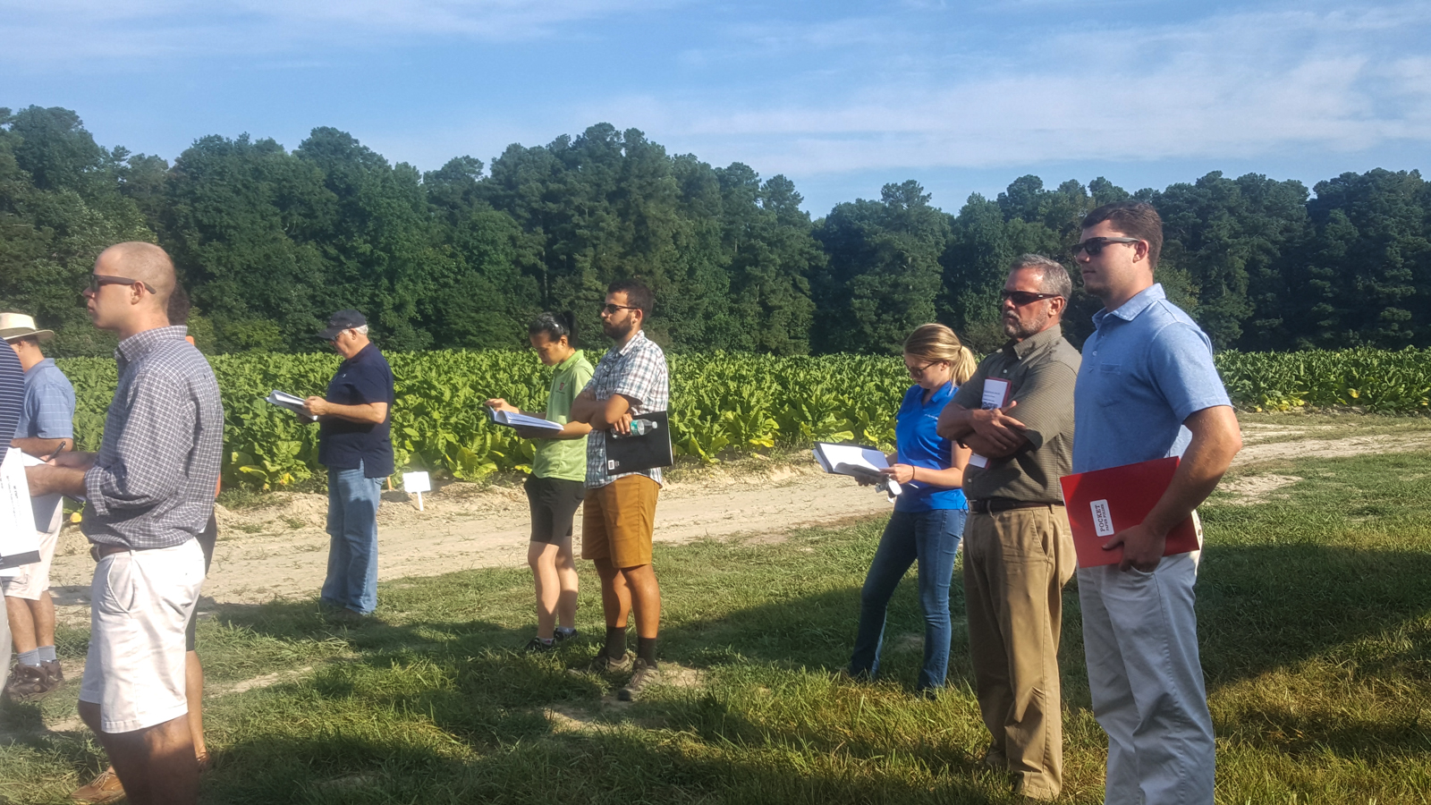 2017 NC State Tobacco Tour, Oxford  Listening to the latest updates on research (3)_wb.jpg