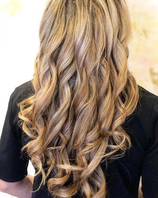 Fresh blowout, curls and swirls😍 Perfect midweek treat!✨ . . . #glowblo #blowout #blowdrybar #blowdry #gorgeouslocks #curls #curlsforthegirls #hairinspo #hairgoals #hairlove #loveisinthehair #selflove #pittsburghsalon #pittsburghhair #sewickleysalon #exploresewickley