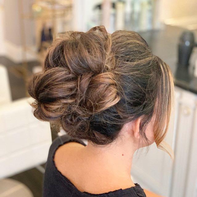 Lil' updo for a fun Friday night💃🏻✨ . . . #glowblo #gbstylist: @amanda_glowblotique #glowing #updo #fridaynighthair #eventhair #hairinspo #bridalhair #blowdrybar #blowoutbar #blowdrybarpittsburgh #hairstyles #hairgoals #hair #beauty #sewickleysalon
