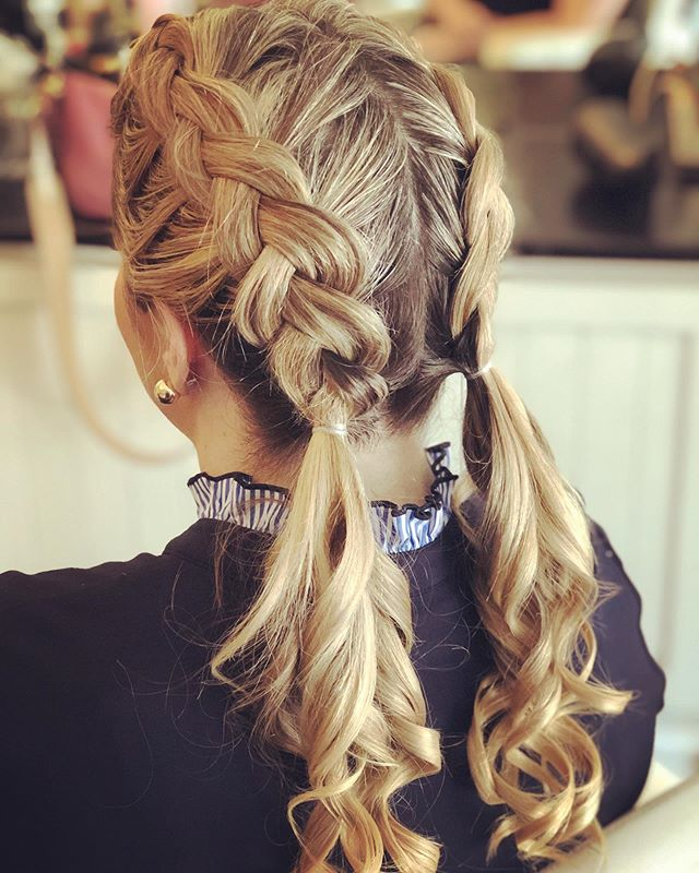 Why choose between getting braids or curls when you can have them both🤩 . . . #glowblo #blowdrybar #blowdrybarpittsburgh #blowoutstyles #hairgoals #hairinspo #braids #curls #hairlove #pittsburghsalon #sewickleysalon #beauty #beautybar #hairstyles