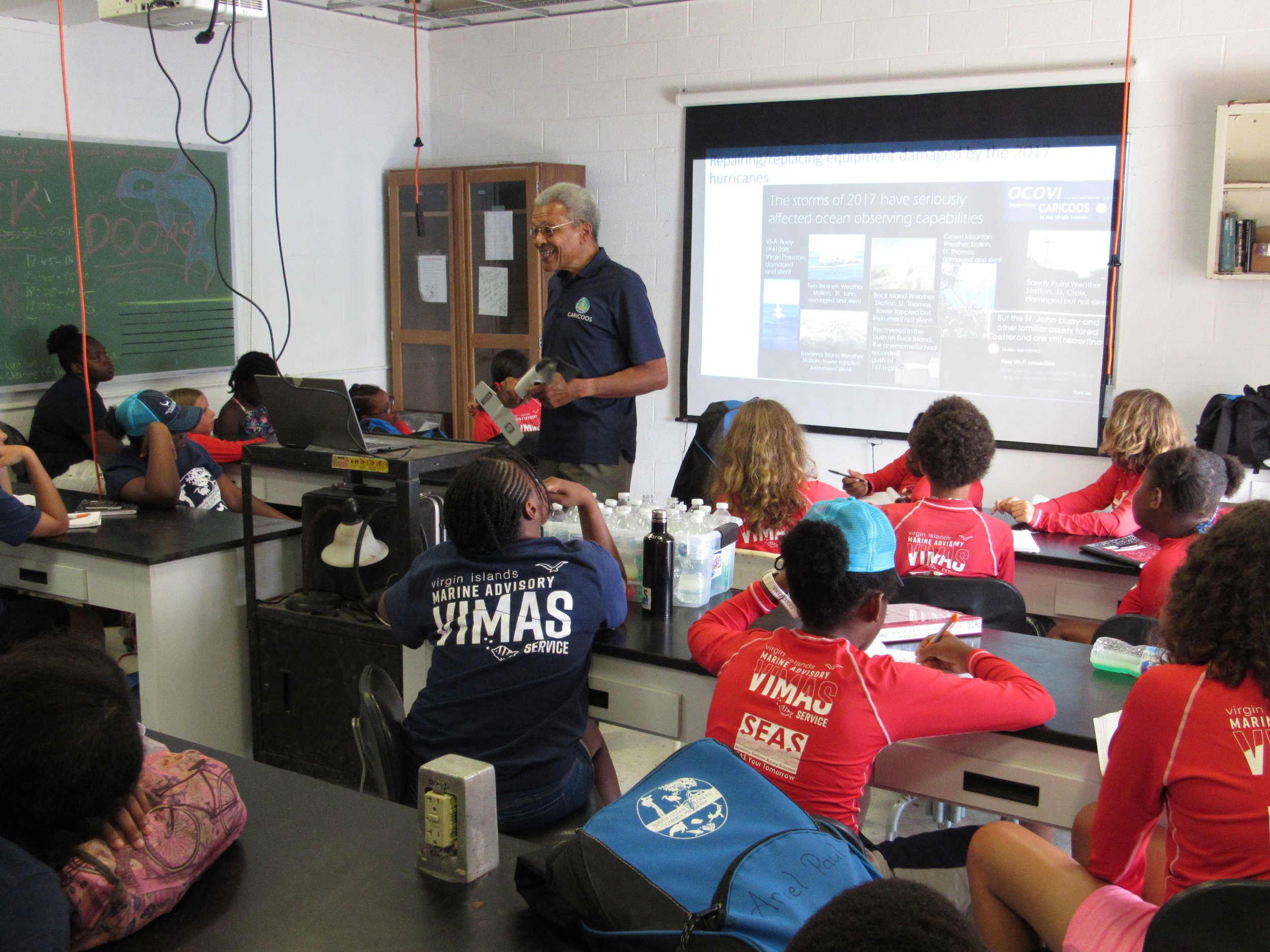 Dr. Roy Wattlington from OCOVI (CariCOOS) talking to YOE students about robotics used in oceanography.