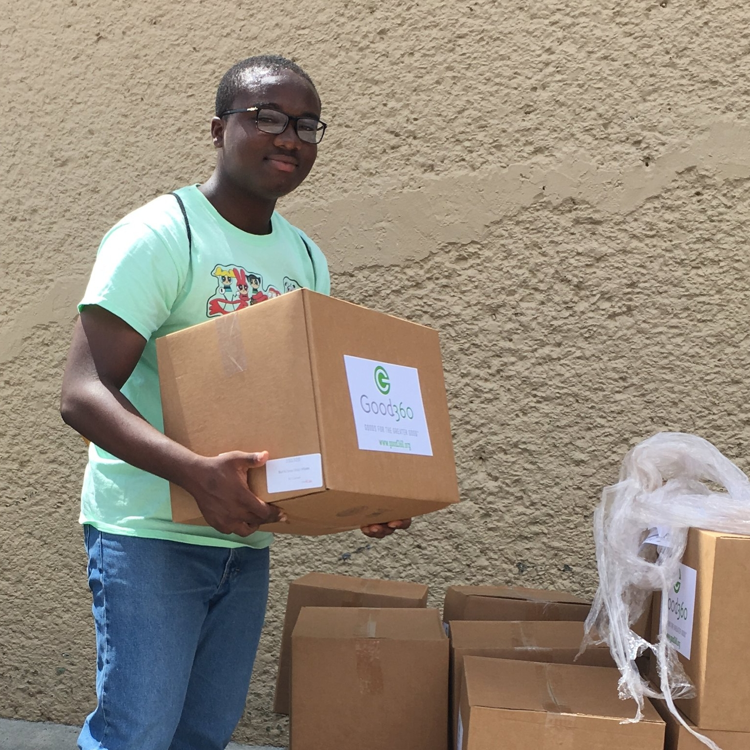 George Francis (Spring 2018 student) is pictured here volunteering with Perfect Heart (a St. Thomas Recovery Team organization) on goods distribution. Francis and fellow student Lovynette Brown went above and beyond in their participation in this project.