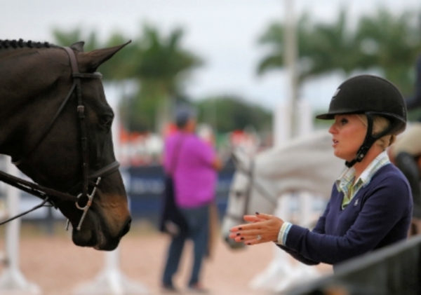 Jodi Vazquez coaches a student after her round. Photo by Carrie Wirth