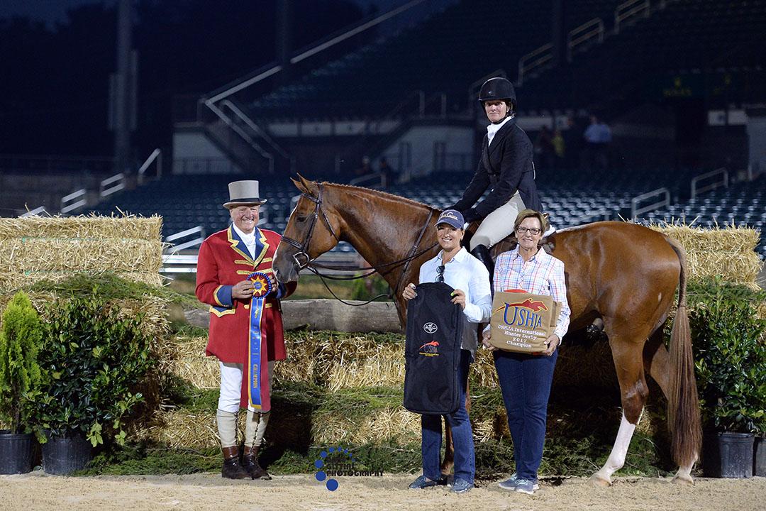 Kelley Farmer and Kodachrome accept their award. Photo by Anne Gittins Photography.