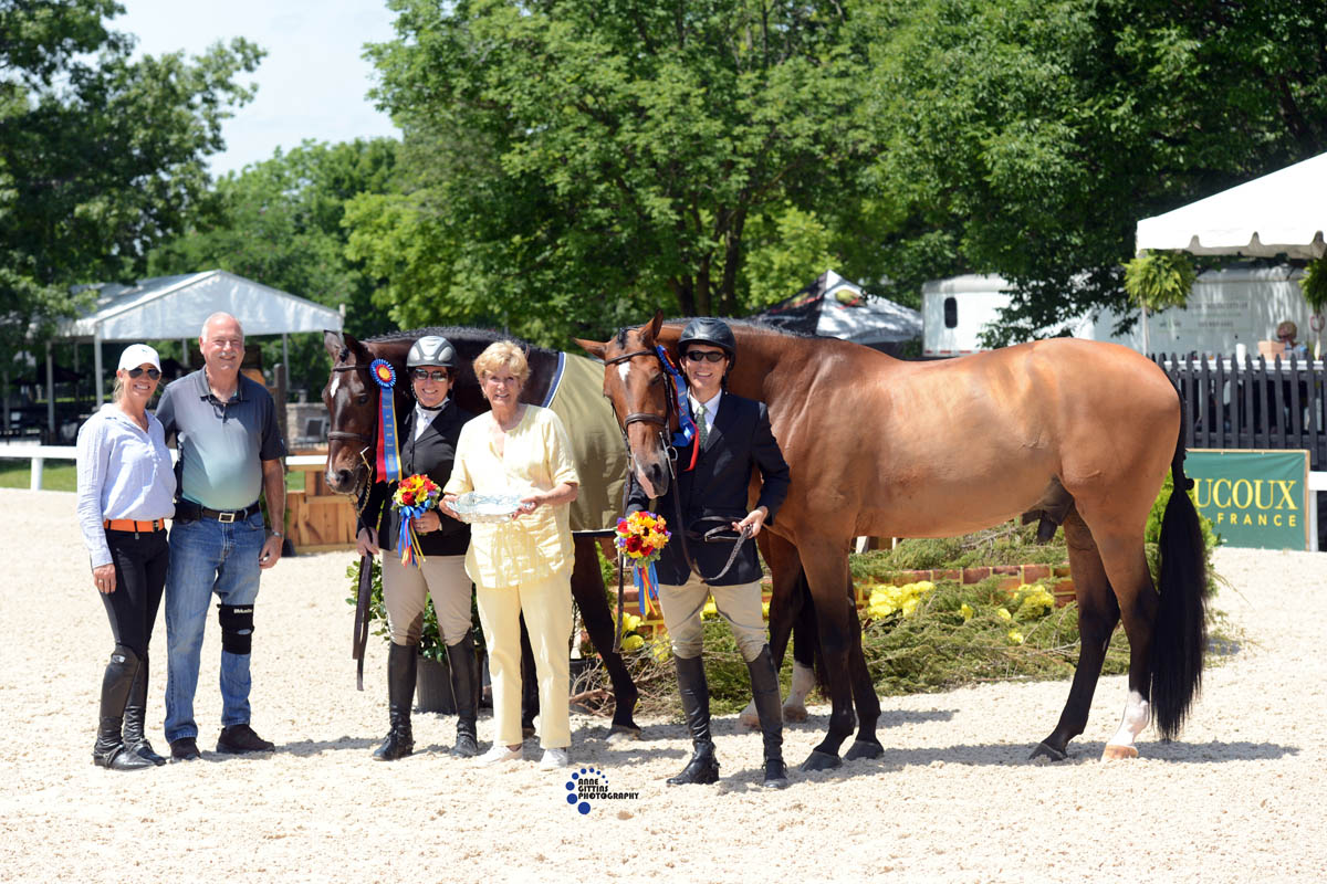 Amateur-Owner Hunter champions MTM Inside Scoop and Didi Mackenzie and Cuba with John Ingram. Presenting on behalf of Canterbury Farm, Caitlyn Shiels (left), Kenny MacKenzie and Frankie Stark (center), owner of the Country Heir I & II Photo by Anne Gittins Photography.