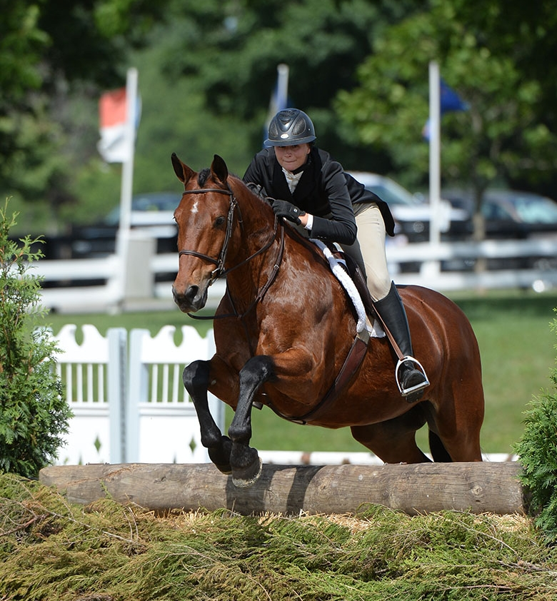 Phoenix, owned and ridden by Sophie Onody from Aurora, Colorado, clinched the top prize in the junior and amateur section of the 2017 USHJA National Hunter Derby at Country Heir I & II. Photo by Anne Gittins Photography