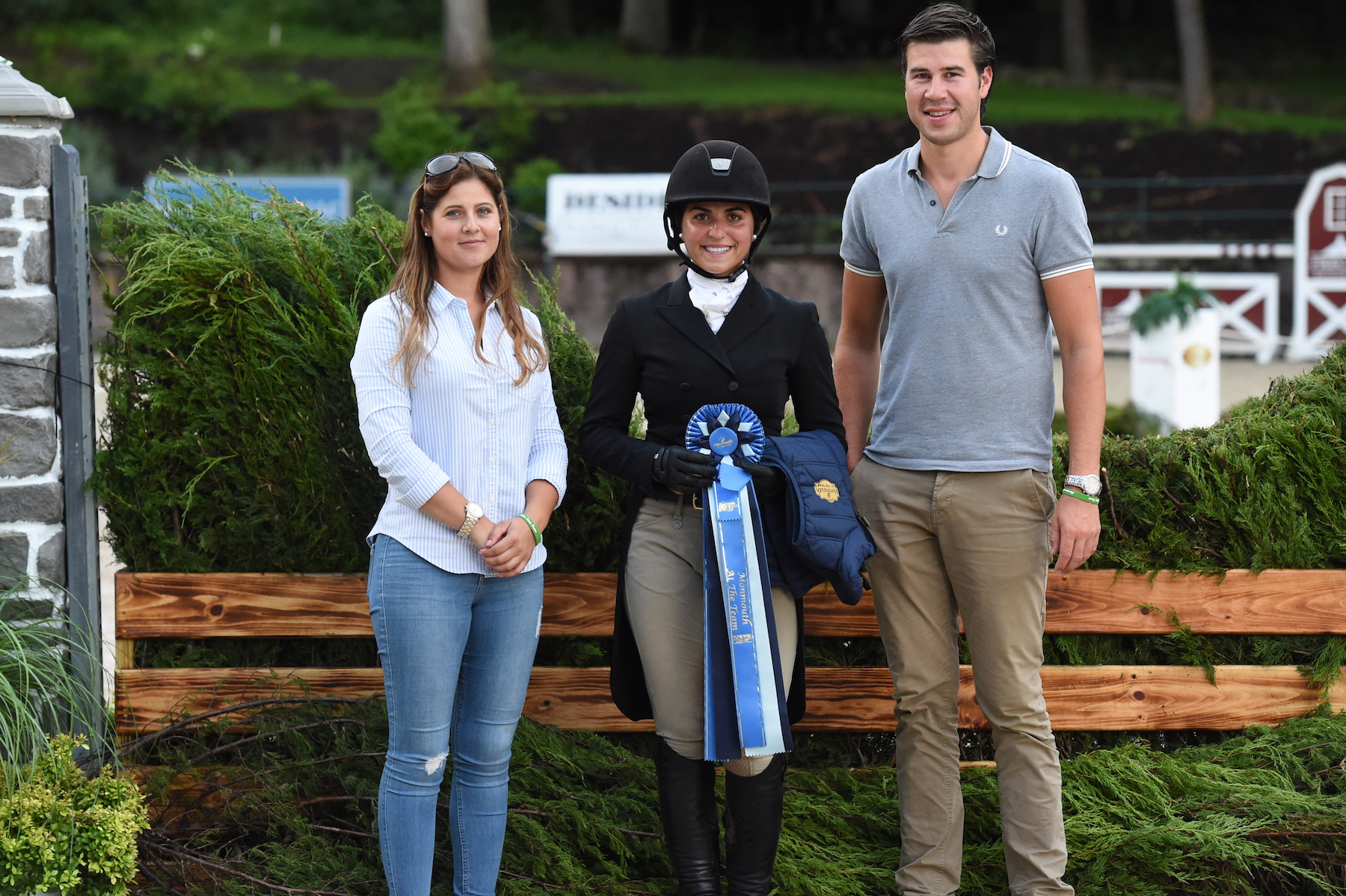 Maxime Tyteca and Niels Haesen from Stal de Eyckenhoeve presented the Top Trip of the Day to Alexandra Desiderio. Photo by Anne Gittins Photography