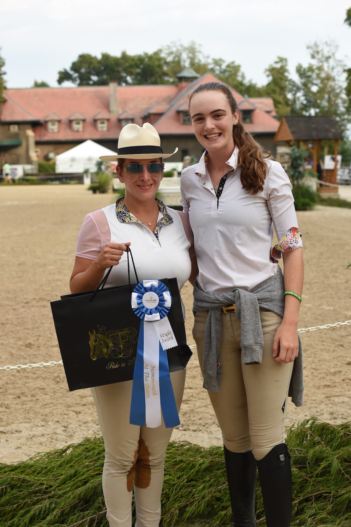Arianna Vastino presented the Style of Riding award, sponsored by Le Fash, to Devon Thomas. Photo by Anne Gittins Photography