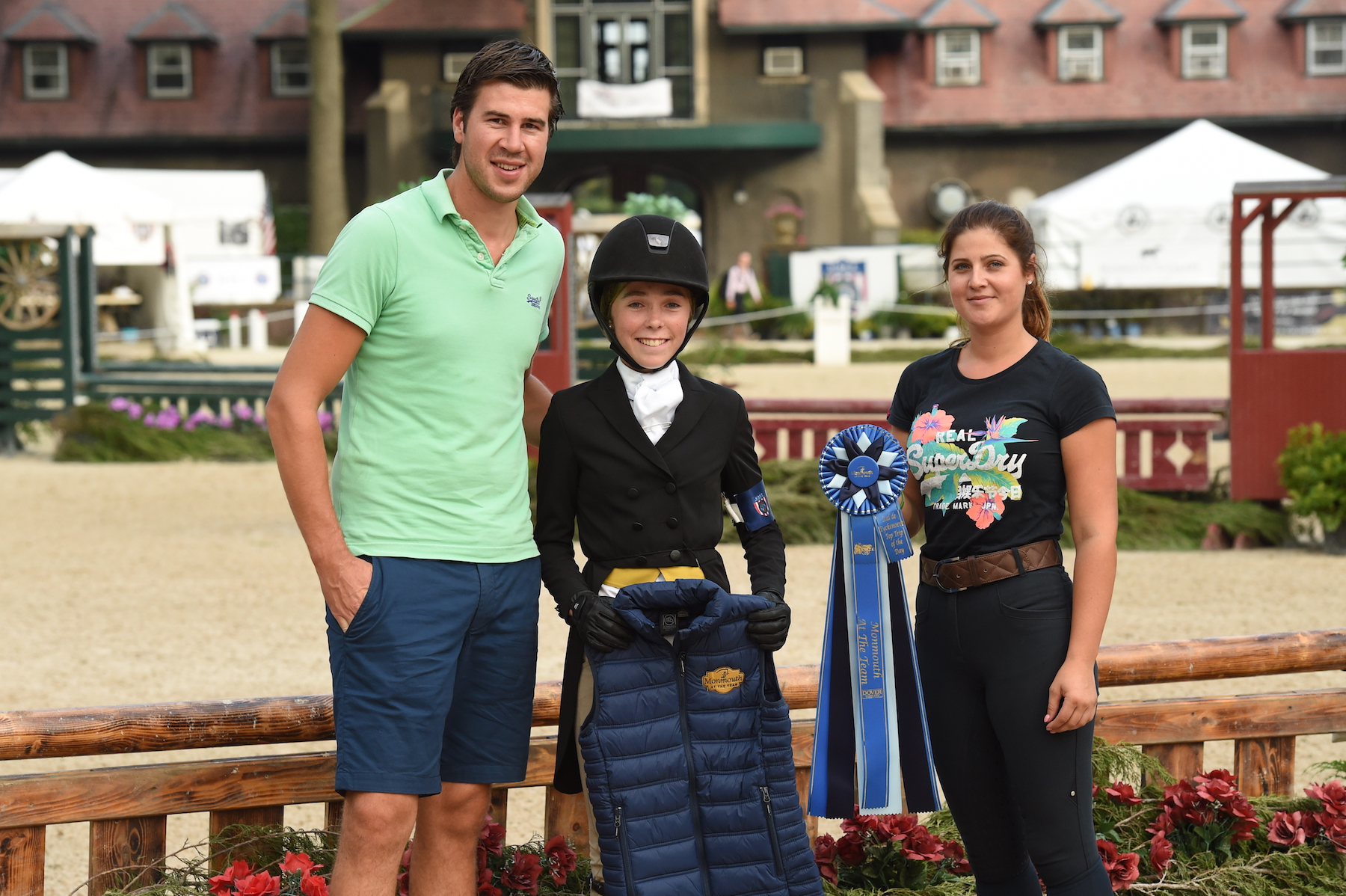Emma Sameth received the Top Trip of the Day award from Niels Haesen and Maxime Tyteca from Stal de Eyckenhoeve. Photo by Anne Gittins