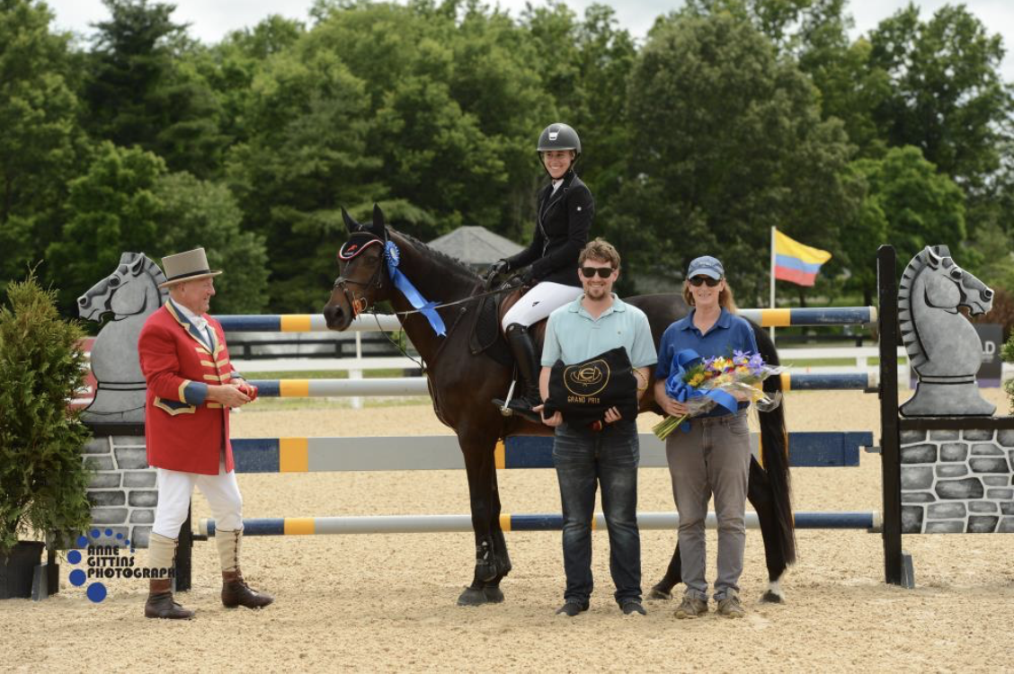 Summer Hill accepts the award with Light Show. Photo by Anne Gittins Photography