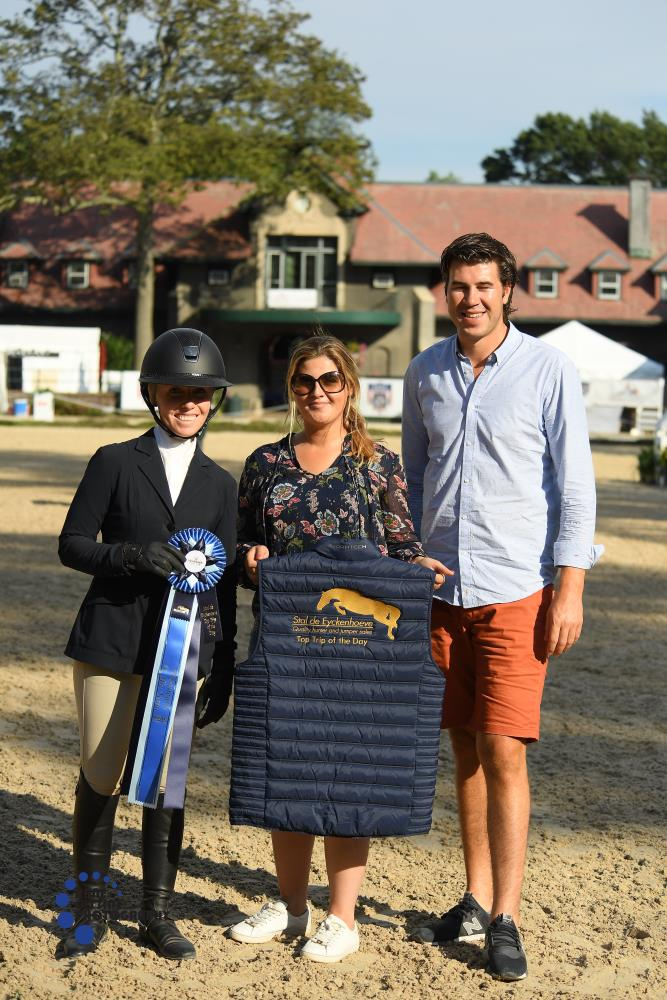 Lauren Reid accepted the Top Trip of the Day Award from Stal De Eyckenhoeve's Maxime Tyteca and Niels Haesen. Photo by Anne Gittins Photography