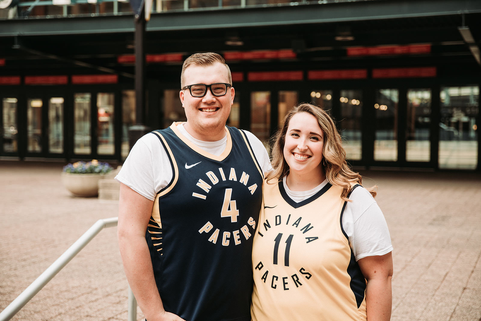 DowntownIndianapolisSpringEngagementPhotos.jpg