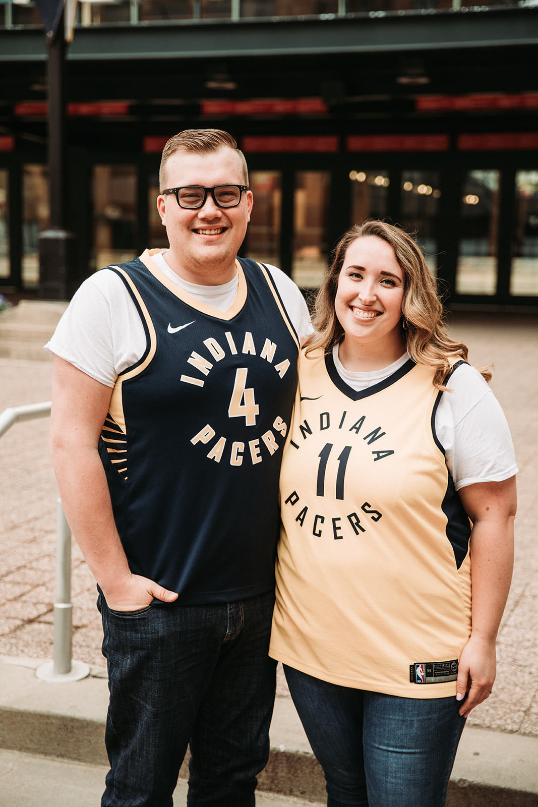 DowntownIndianapolisSpringEngagementPhotos-2.jpg