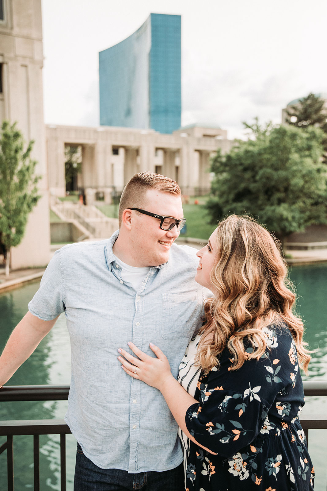 DowntownIndianapolisSpringEngagementPhotos-39.jpg