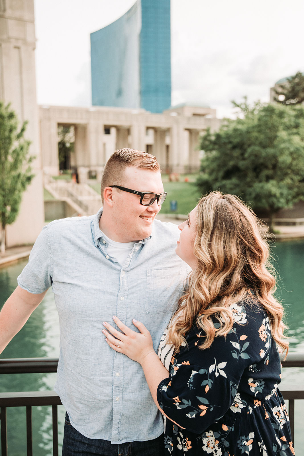 DowntownIndianapolisSpringEngagementPhotos-41.jpg