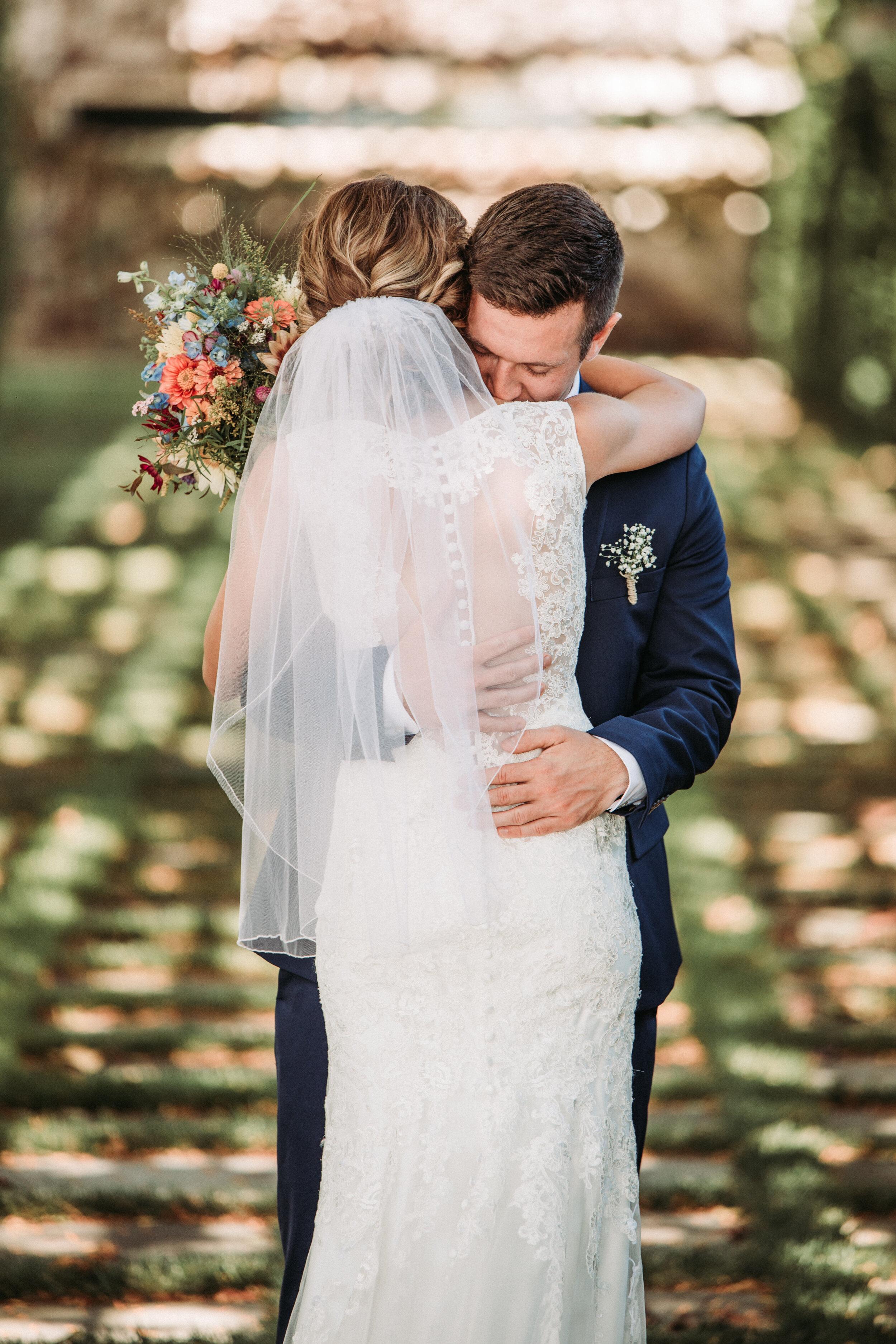 rustic_fall_barn_wedding_columbus_indiana-27.jpg