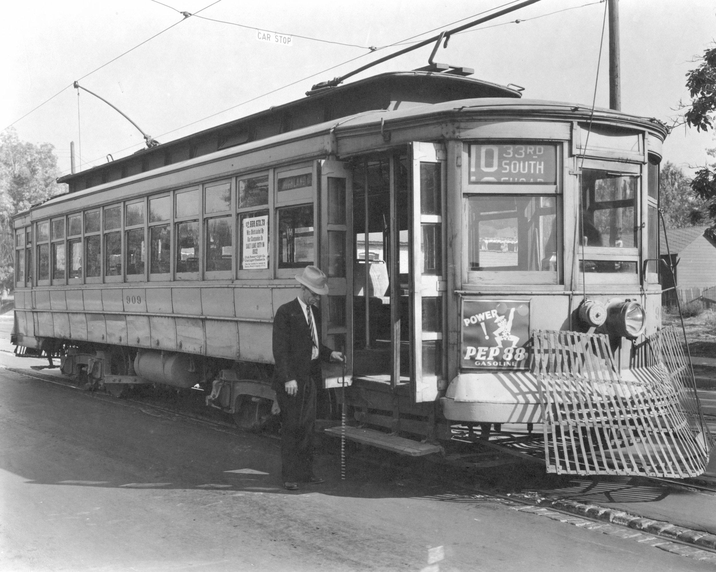 1933_Street_Cars_P_22_USH.JPG