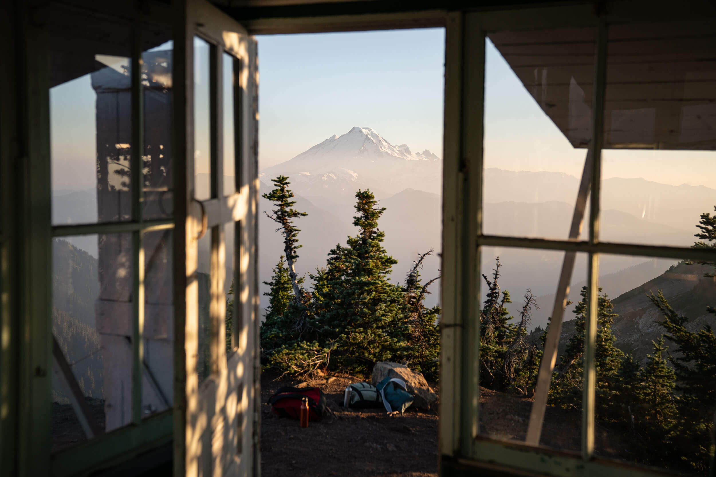 Winchester Lookout is a great beginner lookout hike due to the relatively short hike involved.