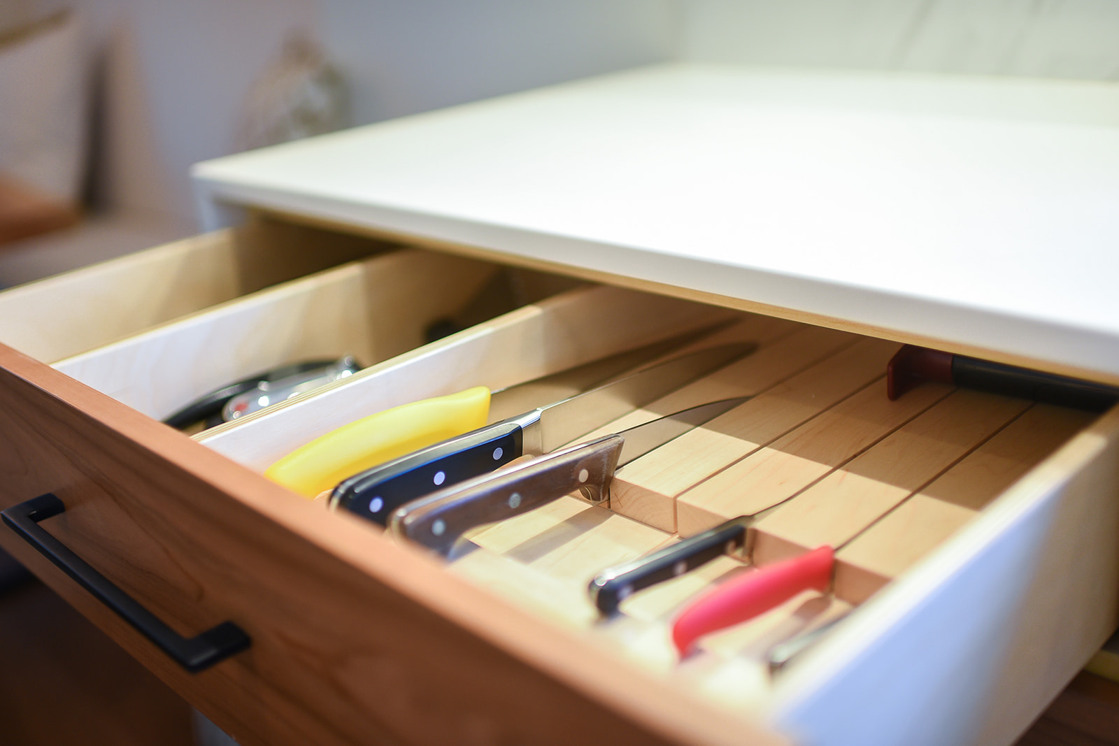 Knife inserts built into the drawer.