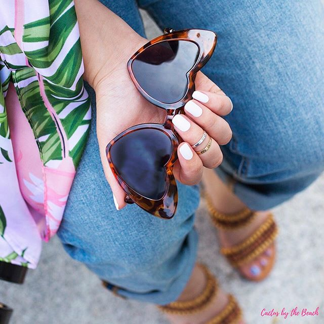 Who doesn't love a gorgeous white mani for summer? 😍 BRB while I go order these glasses in EVERY color...