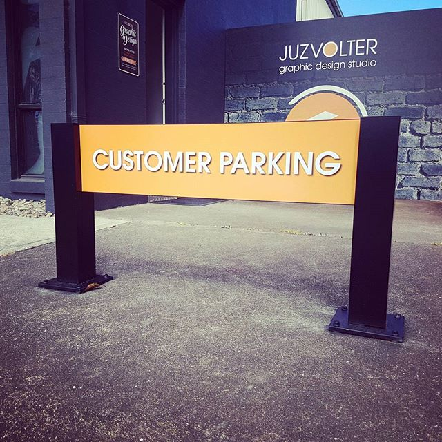 Our #barrier104posts are hugely versatile 》stack + change + rotate #signs, cut to height & opt for a colour to match your #brand. Our customer parking sign is a #digitally #printed panel with a #mattclearoverlaminate for UV & Weather Protection. #juzvolter #graphicdesign #designer #portfolio #commercial #taree