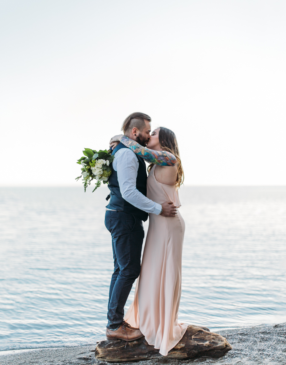 scarborough bluffs wedding couple photos