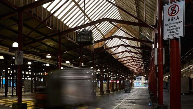 6.45pm Market operations: forklift market pack-up