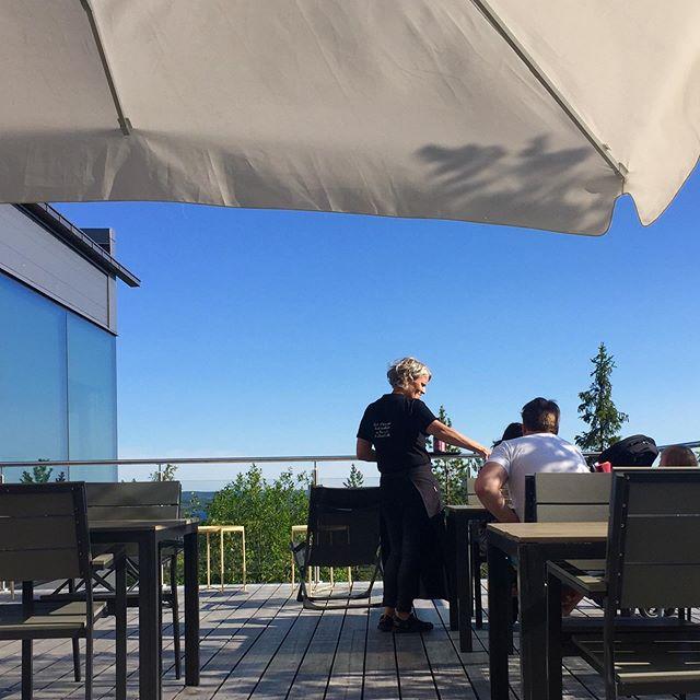 Sommar, sol, schysst mat, utsikt.  Food with a view. TORNEDALEN at it's best Boka bord och utsikt via www.utblickluppioberget.se Restaurangen öppen onsdag-söndag kl. 11-14 & 16-21.  Utblicks bakficka; FOXBOX Picknick-café med våfflor, varmkorv, fika, kaffe & glass mm ÖPPET ALLA dagar kl. 10.00-17.30. Kom som du är - ingen bokning 😉  #restaurangutblick #utblick2019 #utblick #utblickluppioberget #luppioberget #sommarsverige #whiteguide #foodwithaview #besöksmål #tornedalen #schysstmat #foodlover #foodtrip #sommarkrog #övertorneå #swedishlapland #instasweden #discoversweden