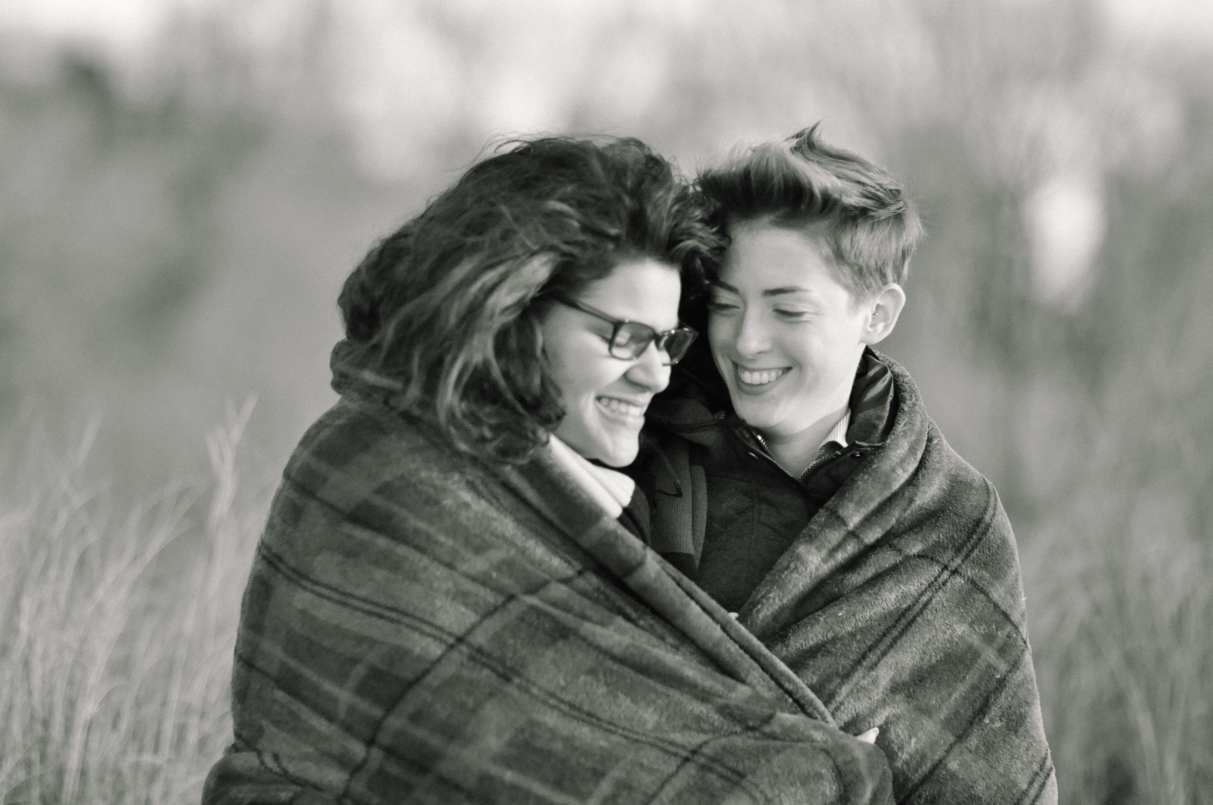 winter-engagement-photos-jefferson-patterson-park snug.jpg