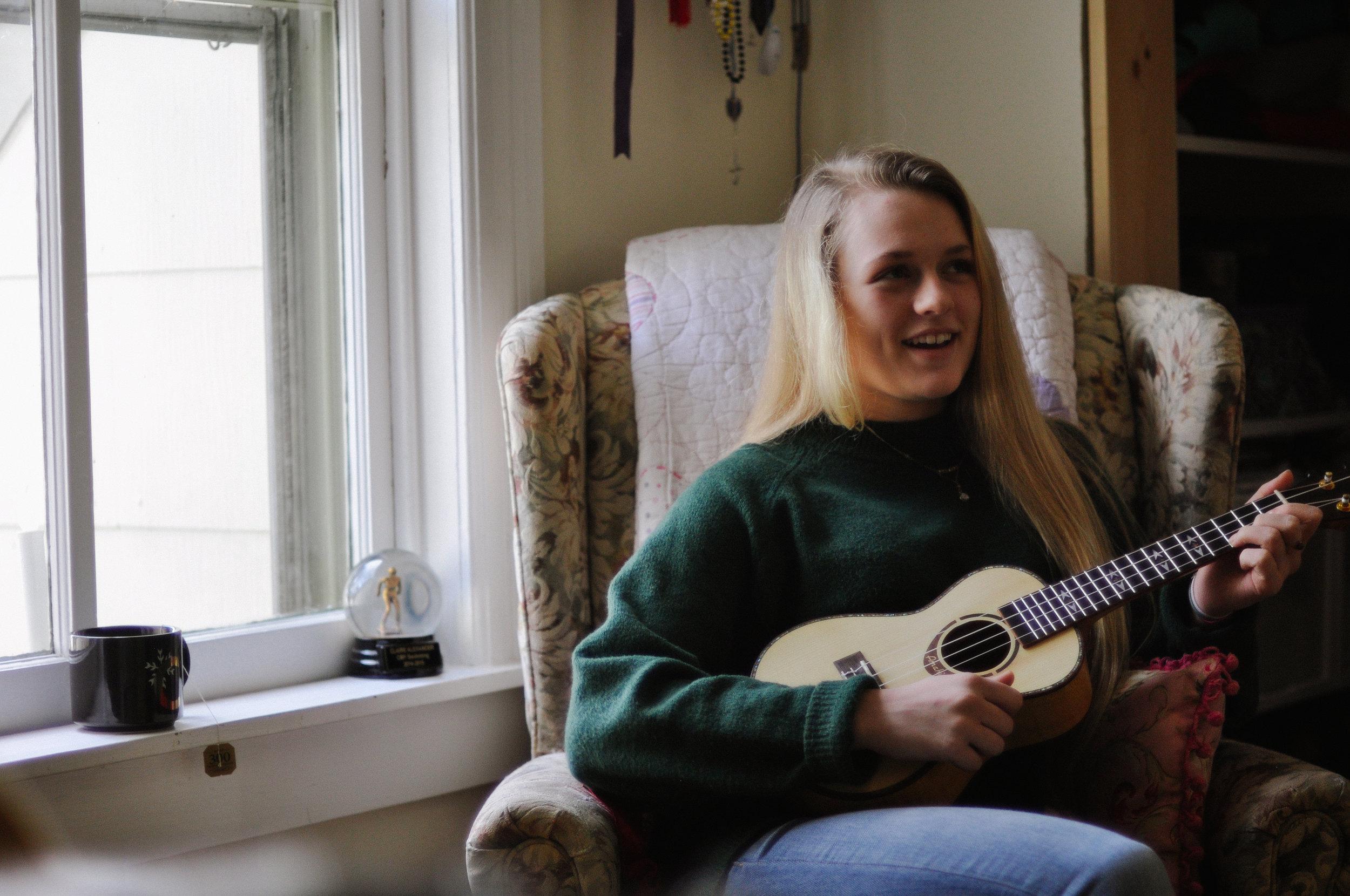 creative-family-in-home-session-farmhouse uke player 8.jpg