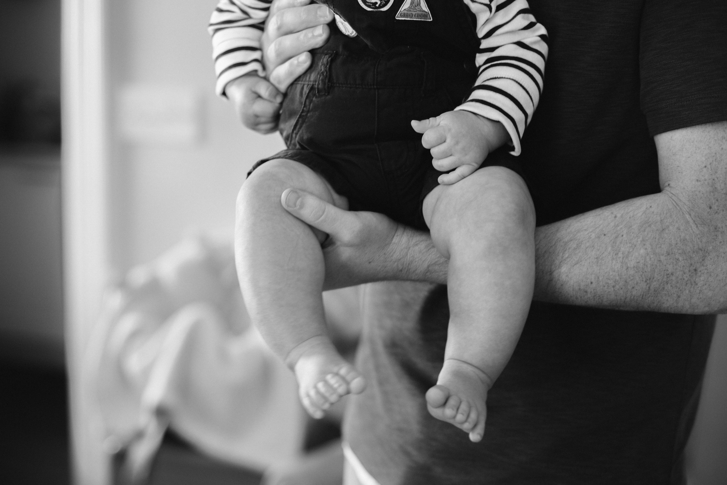 newborn session in garret park father's arms-2.jpg
