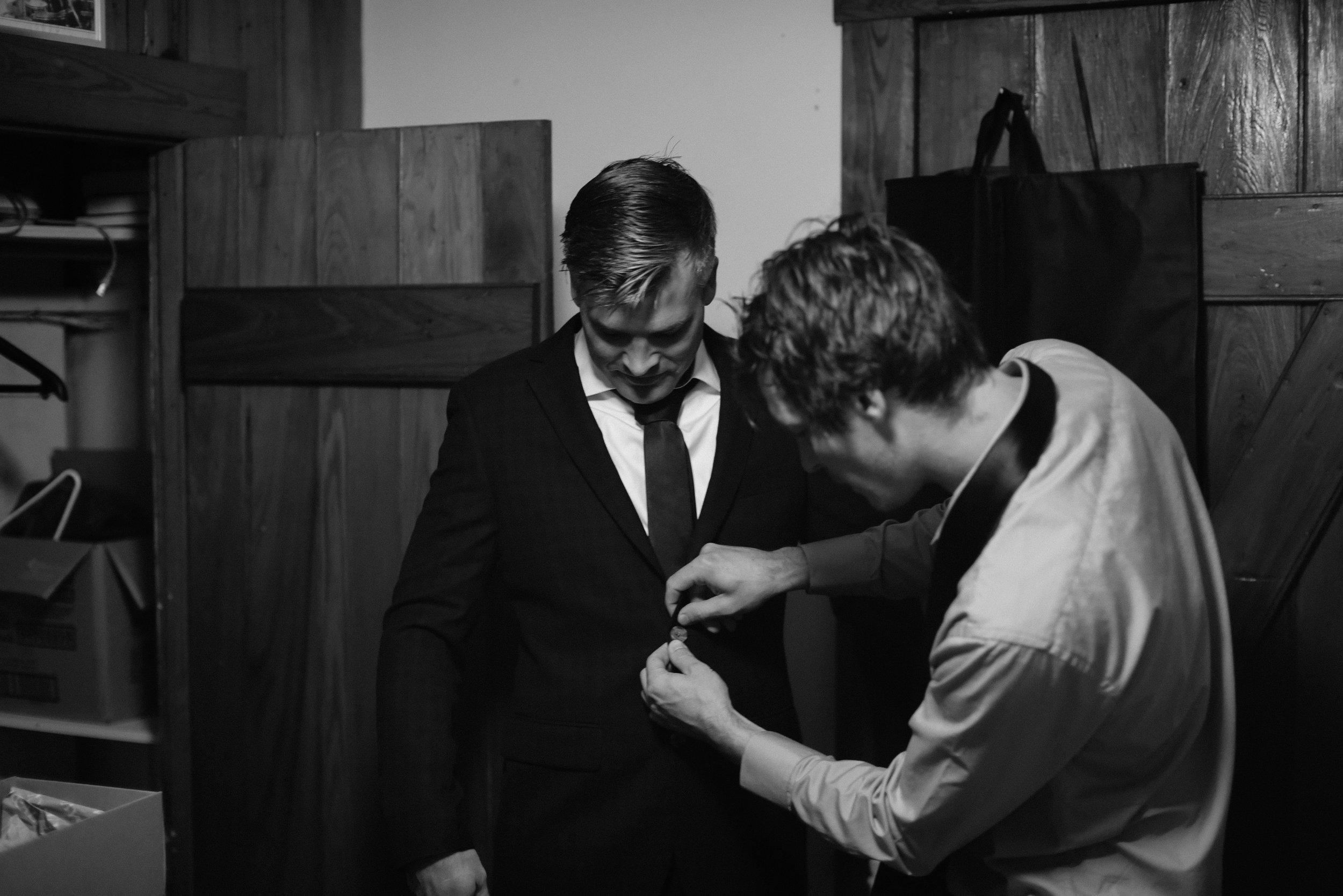 happy_harbor_deale_wedding_getting_ready-18.jpg