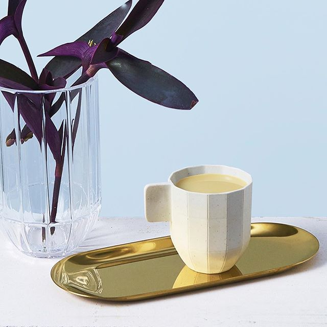 Kashaya latte getting you through the mid week slump.  Cup, vase and tray from @haydesign