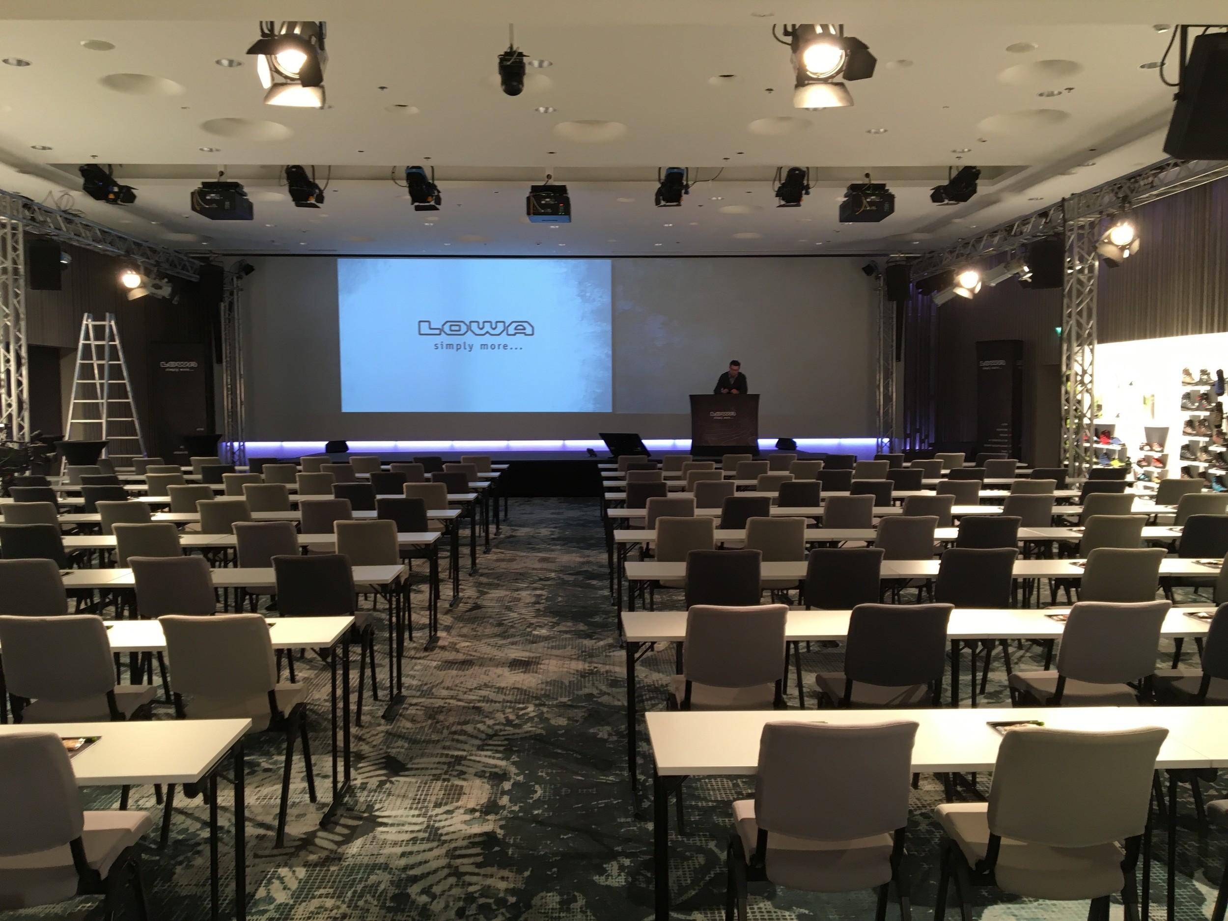 LOWA ISM 2016 Helsinki - Veranstaltungsraum nach vorn 2016 05 05.jpg