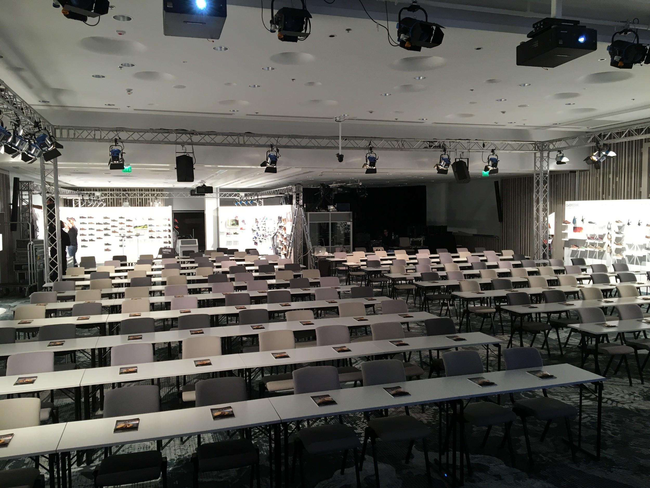 LOWA ISM 2016 Helsinki - Veranstaltungsraum von vorn 2016 05 05.jpg