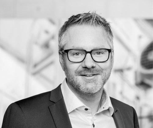 Lukas Fischer führte bei Emmi ein neues ERP System mithilfe EmmiNet ein.
