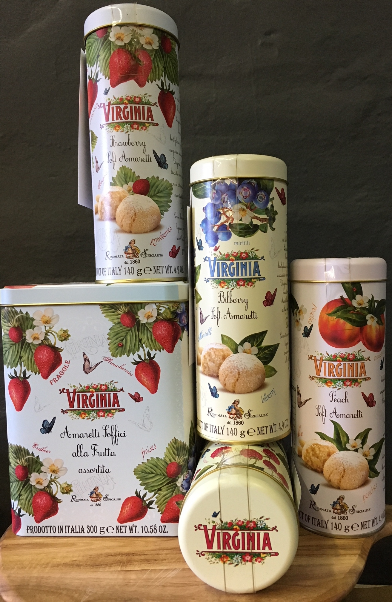 "Soft Amaretti with Fruit (""Amaretti Soffici alla Frutta"") These soft amaretti have a delightfully chewy texture and are flavoured with real fruit pulp - strawberry, blueberry, raspberry or peach. The biscuits are individually wrapped to maintain freshness. They are also gluten-free."