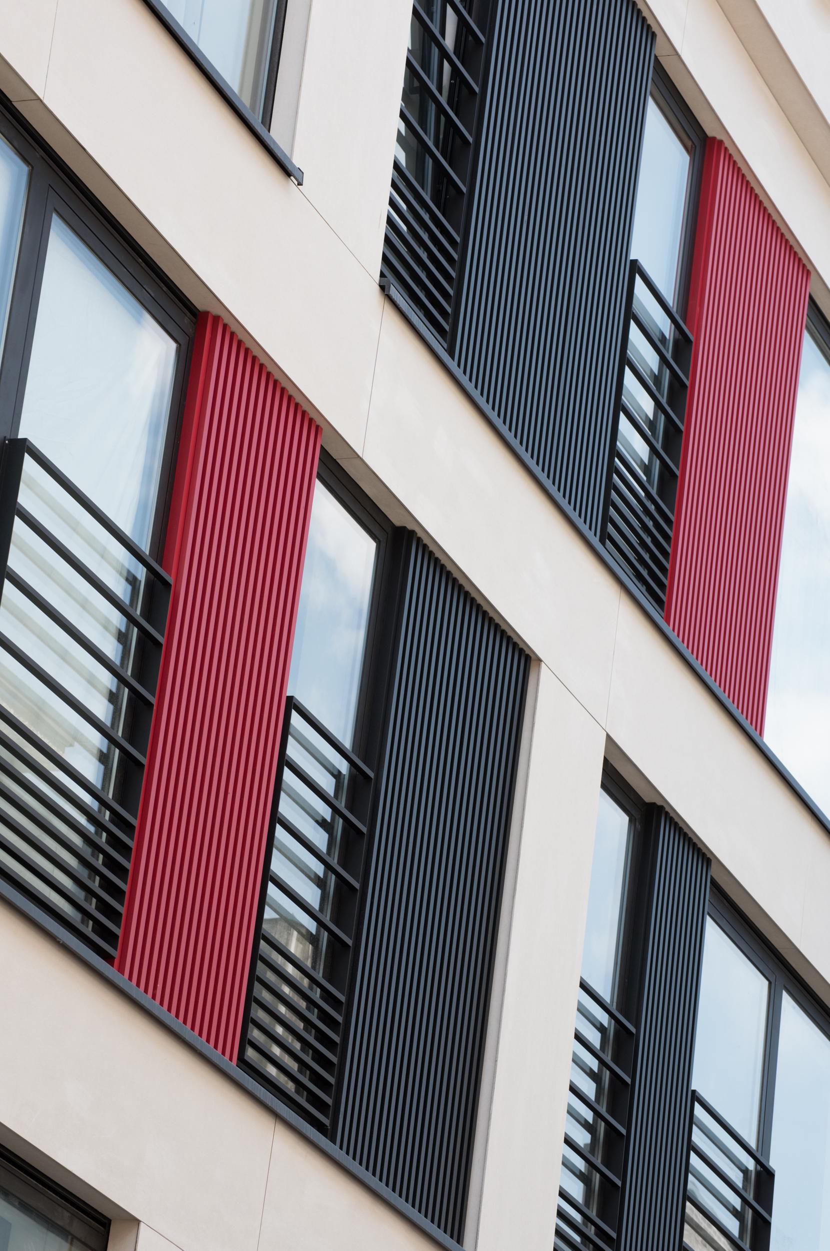mato aluminium gevelbekleding zwart rood.jpg