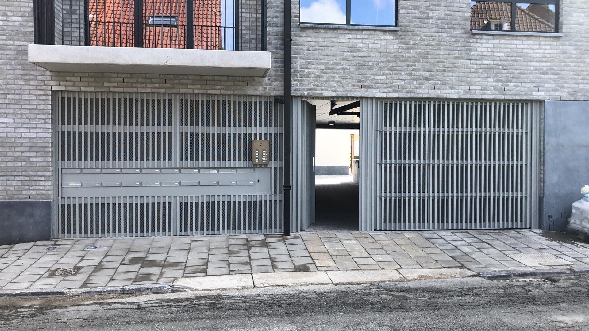 Ingebouwde poort en deur met Mato 1