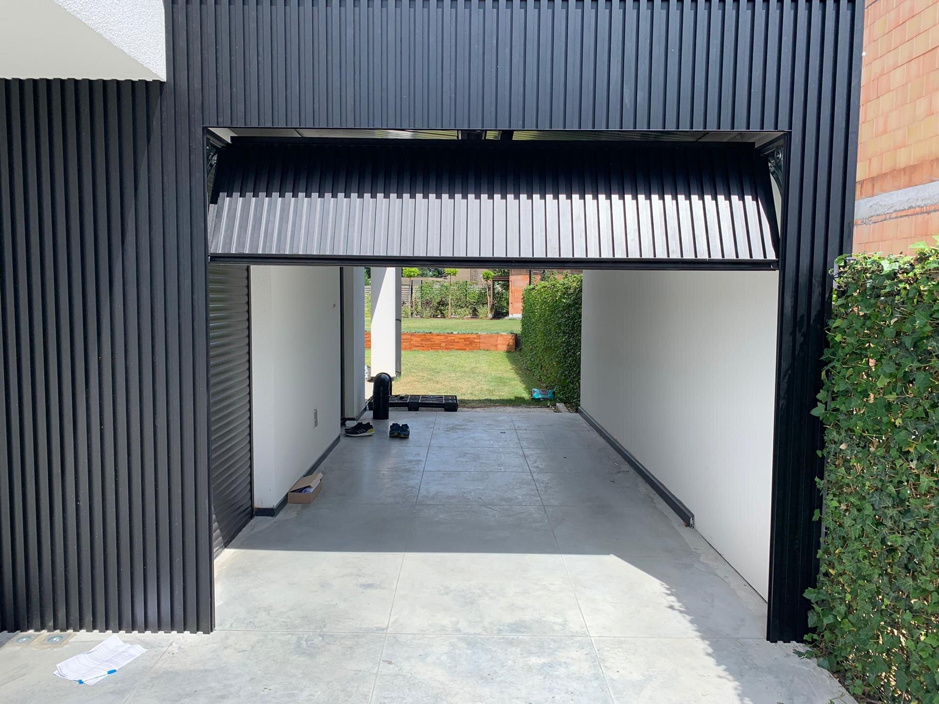 Ingebouwde garagepoort met Mato 1