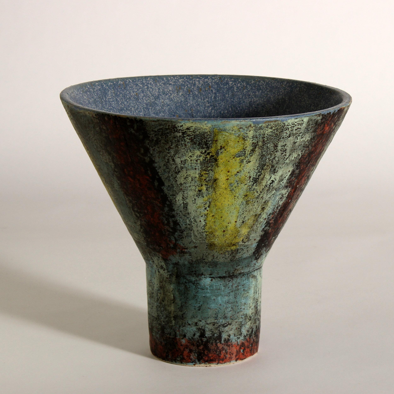 Smaller vessel, cone form